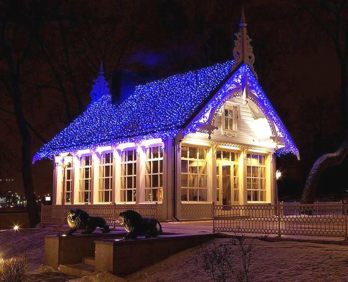 Новогоднее оформление дома белт-лайтом и светодиодными нитями