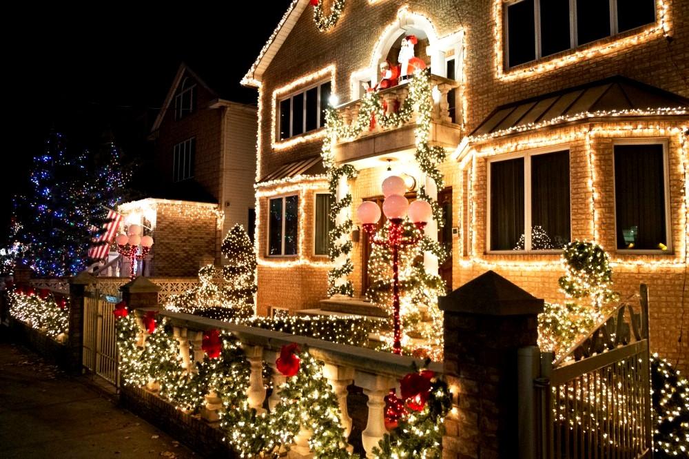 новогоднее оформление частного дома №6