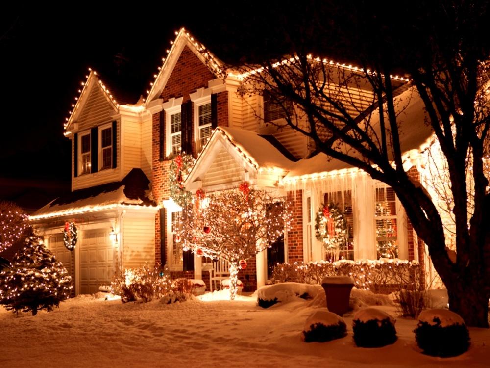 новогоднее оформление частного дома №1