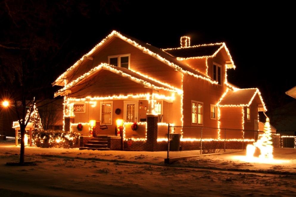 новогоднее оформление частного дома №5